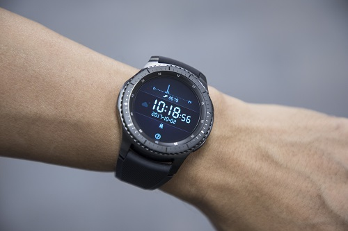 best smartwatch for android samsung galaxy 3 product photo on mans wrist